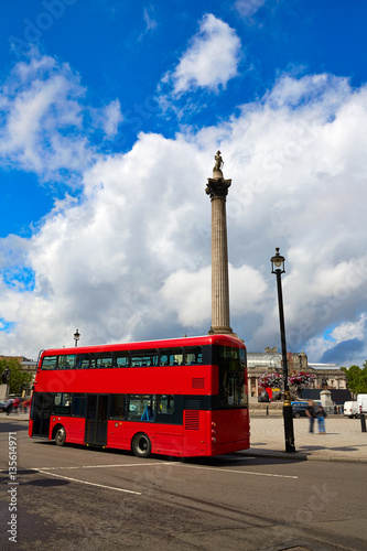 Foto op Canvas Londen rode bus London Trafalgar Square in UK
