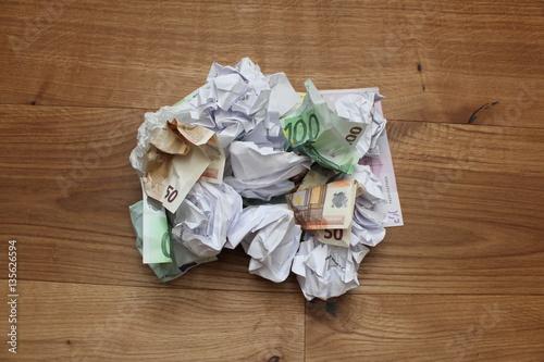 Fotografie, Obraz  Geld im Müll