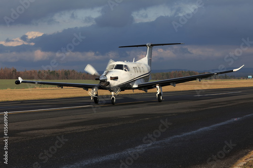 Obraz na plátně  Single turboprop aircraft, airplane taking off