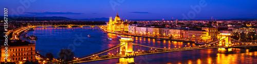 Stampa su Tela  Budapest, Hungary. Chain bridge and Parliament building