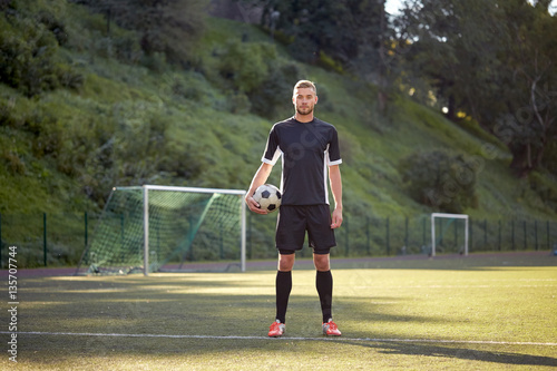 Fotografie, Tablou  soccer player with ball on football field