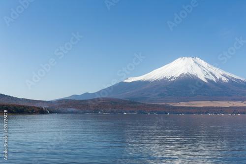 Foto auf Gartenposter Reflexion Mount Fuji at Lake Yamanaka