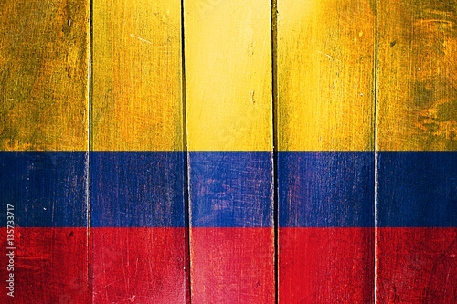 Fotografía  Vintage Colombia  flag on grunge wooden panel
