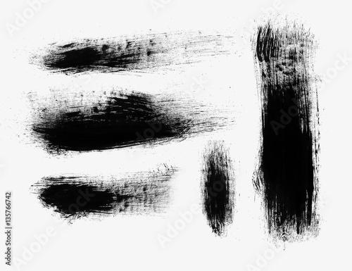 Obraz Czarne ślady pędzli na białym tle - fototapety do salonu