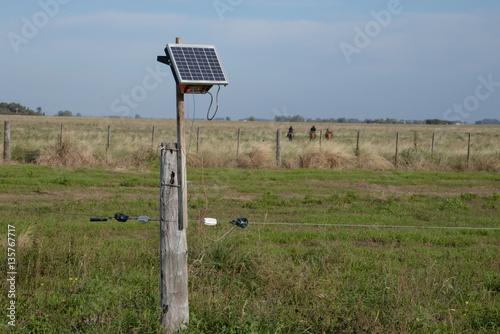 energia solar para el campo alambrado electrico Canvas Print