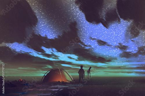mężczyzna z teleskopem stojący przy namiocie, patrząc w niebo w nocy, malarstwo ilustracyjne