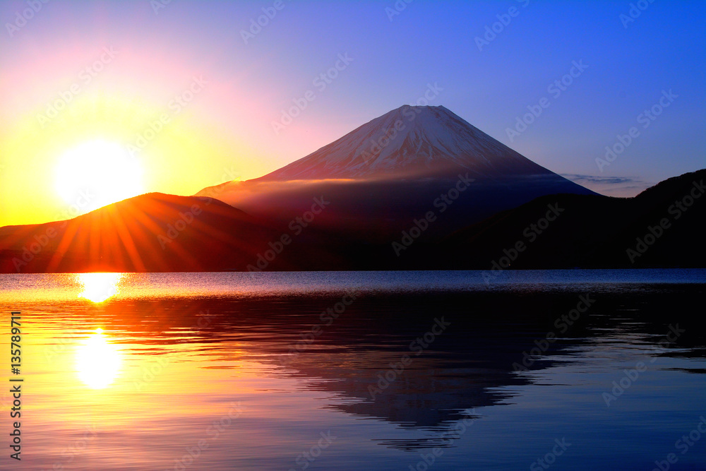 Fototapety, obrazy: 本栖湖からの日の出の太陽と逆さ富士山