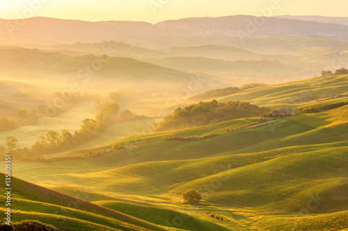 Photo  Morning fog in a rural valley