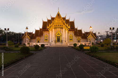 Photo  Marble Temple called Wat Benchamabophit Dusitvanaram Temple , Bangkok Thailand l