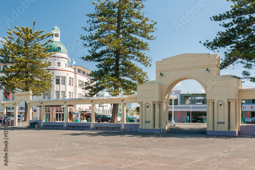 Montage in der Fensternische Neuseeland The New Napier Arch and Dome in Napier city Hawkes Bay New Zealand