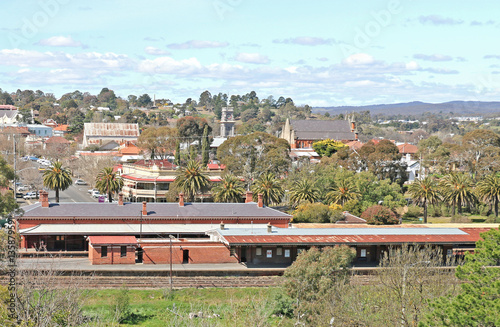 Foto auf AluDibond Bahnhof CASTLEMAINE, VICTORIA, AUSTRALIA - September 5, 2015: The Castlemaine railway station (1862) is located on the Bendigo line and has three operational platforms