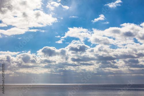 Staande foto Zee / Oceaan 津軽海峡の青空と水平線 / 北海道から津軽海峡の先の下北半島(青森県)を望む