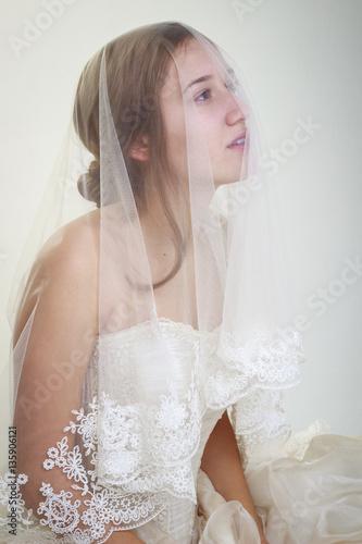 Fotografie, Obraz  Novia con velo sobre el rostro