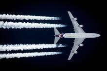 Kondensstreifen Eines Airliner