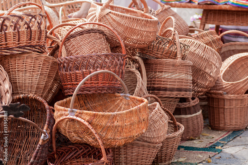 Fotografía  wicker baskets at the fair masters in Ukraine