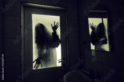 Photo  Horror woman in window wood hand hold cage scary scene halloween concept Blurred