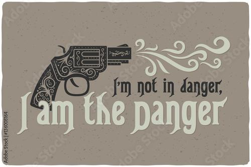 kompozycja-z-ozdobnym-pistoletem-i-cytatem-quot-nie-jestem-zagrozony-ja