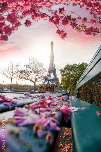 Wieża Eiffla w okresie wiosennym w Paryżu, Francja