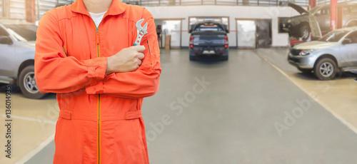 Zdjęcie XXL Mechanika mienia wyrwanie w samochodowym garażu, mechanika i narzędzi pojęciu ,.