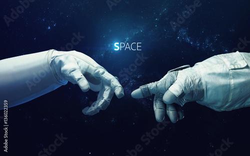 kosmiczna-odmiana-obrazu-michelangelo-god-s-touch