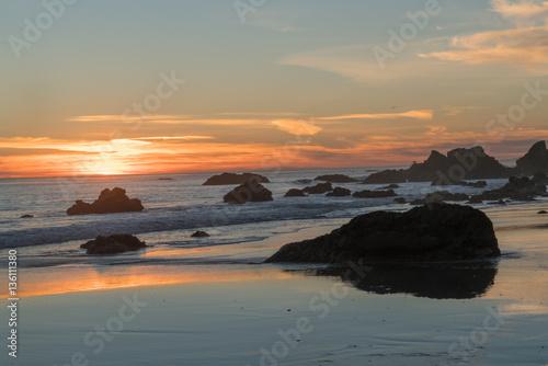 Foto op Plexiglas Crimson Fiery Sunset at El Matador State Beach near Malibu California