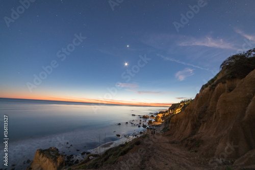 Fotografie, Obraz  The Moon and Venus in the evening sky over El Matador Beach after sunset