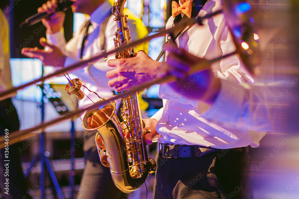 Photo  musician plays the saxophone performance at a concert