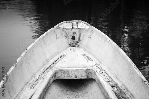 Fotografía Empty bow of old white grungy rowboat