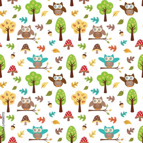 sowa-w-lesie-jesienia