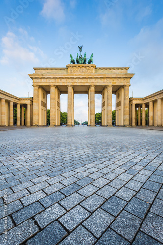 Fotobehang Berlijn Brandenburg Gate at sunrise, Berlin, Germany