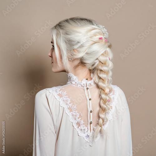 Fotografia, Obraz  Natürliches romantisches Make-up und Styling für eine Hochzeit