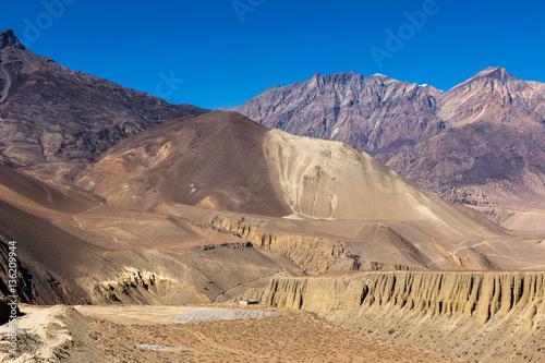 Foto  mountain landscape, the Himalayas, Lower Mustang, Nepal.