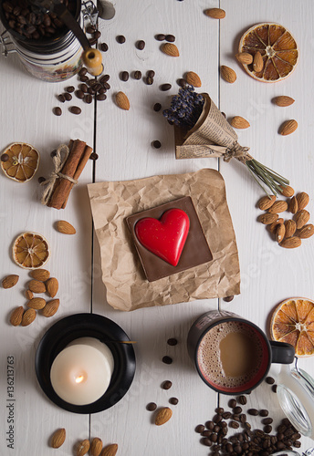 Spoed Foto op Canvas Chocolade top view of red heart and coffee on white boards