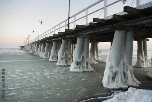 Obraz Molo w Orłowie zimą - fototapety do salonu