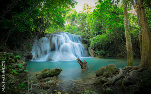 Fototapeten Wasserfalle Waterfall in the forest at Huay Mae Kamin waterfall National Par