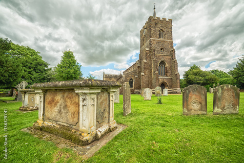Foto op Aluminium Begraafplaats Tombstones and chapel in southern Great Britain