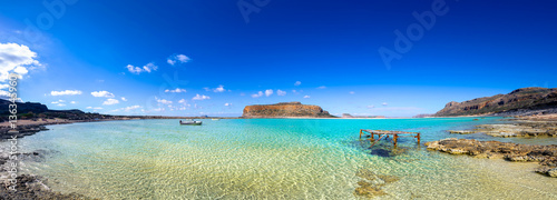 In de dag Olijf Amazing panorama of Balos Lagoon with magical turquoise waters, lagoons, pier, boat, tropical beaches of pure white sand and Gramvousa island on Crete, Greece