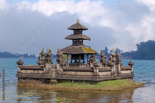 Photo  Water Temple Pura Ulun Danu Bratan at the amzing island Bali