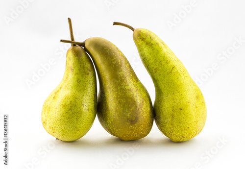 Photo Three Abate Fetel pears isolated on white background.