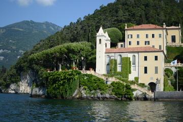 Fototapeta na wymiar Como lake and houses