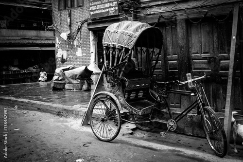 A rickshaw parked in the busy city of Kathmandu, Nepal. Canvas-taulu