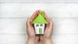 canvas print picture - Haus in den Händen Halten - Wohnkonzept Sicherheit und Schutz