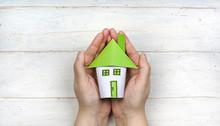 Haus In Den Händen Halten - Wohnkonzept Sicherheit Und Schutz