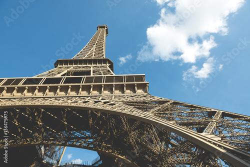 Foto op Aluminium Eiffeltoren Low angle view of Eiffel Tower against sky on sunny day