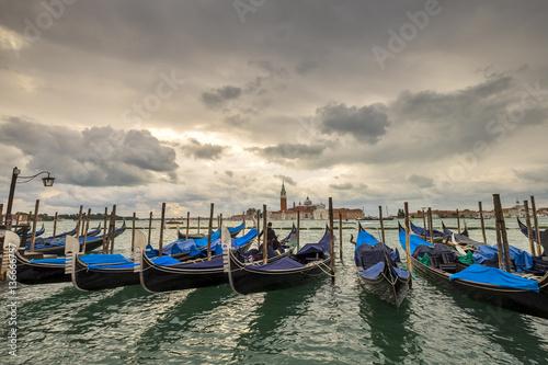 Foto op Plexiglas Gondolas Venice cityscape at early morning. Traditional Venetian gondola - with San Giorgio Maggiore church. San Marco, Venice, Italy