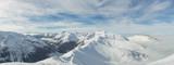 Panorama góry wysokich gór, pokryte śniegiem. Tatry - 136739938