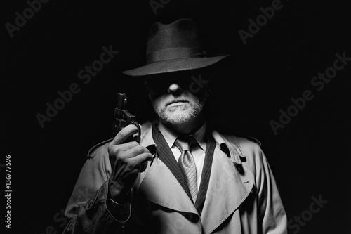 Stampa su Tela Agent with a revolver