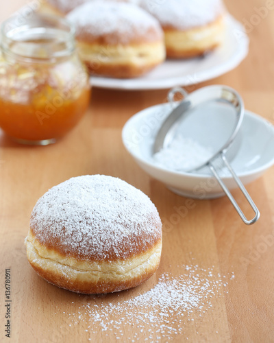 Obraz na płótnie Krapfen - Bismarck doughnuts