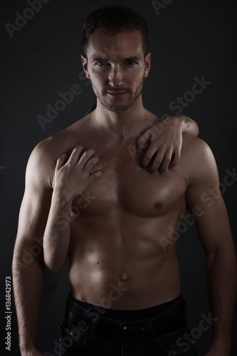 Femme Homme Sexy femme enlaçant un homme sexy - buy this stock photo and explore