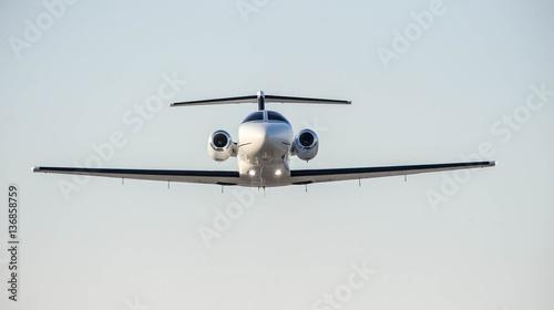 Fotografía  Business private jet in low level flight